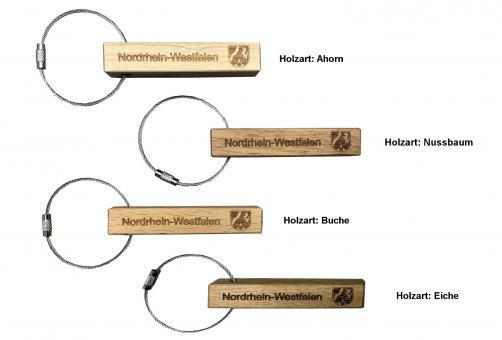 Schlüsselanhänger aus Holz mit Nordrhein-Westfalen-Gravur