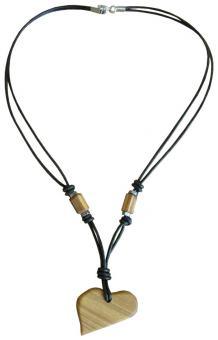 Halskette mit einem Herzanhänger