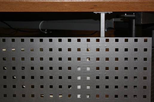 Frontblende Freiformtisch + elektr. Sitz-Steharbeitsplatz abgewinkelt rechts
