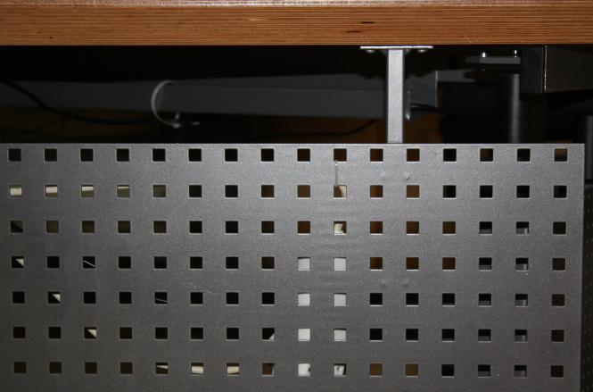 Frontblende Freiformtisch + elektrom. Sitz-Steharbeitsplatz abgewinkelt links