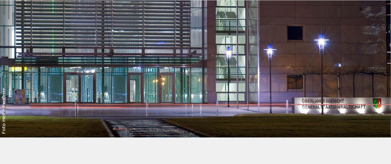 Eingang des Oberlandesgericht Hamm bei Nacht